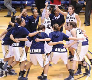 Image: Women's basketball team, 2013