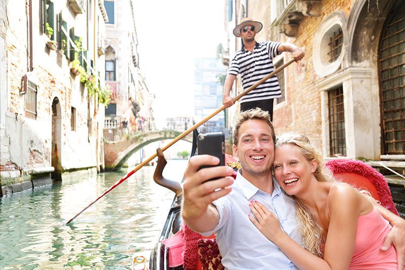 Couple-gondola-Venice-800